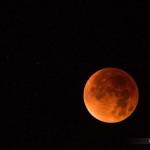 Magnifique spectacle offert par l'ombre de la Terre sur la Lune